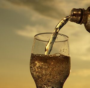 Sparkling Water and Your Sparkling Smile   Dentist Northmead